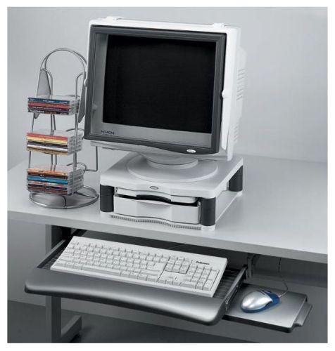 Zásuvka na klávesnici a myš